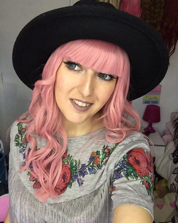 Para su Alopecia Universal, Chikiyilla tiene más de 30 pelucas diferentes