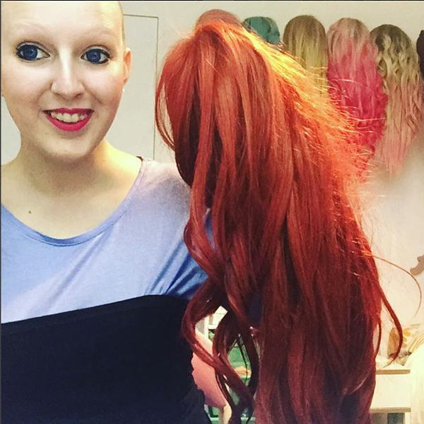 Pelucas de diferentes colores y formas son las que utiliza Chikiyilla para su alopecia universal