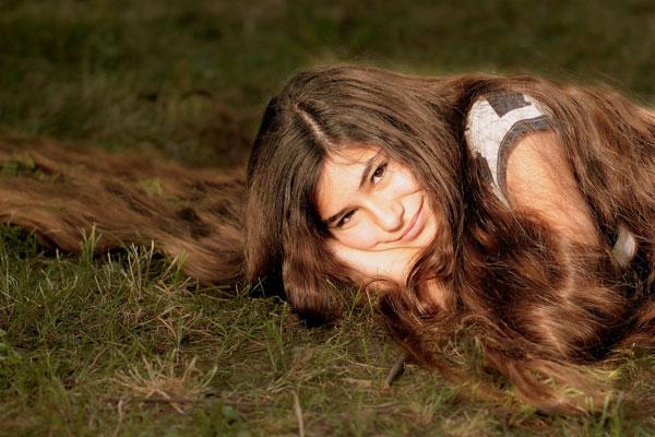 Imagen de chica con pelo muy largo