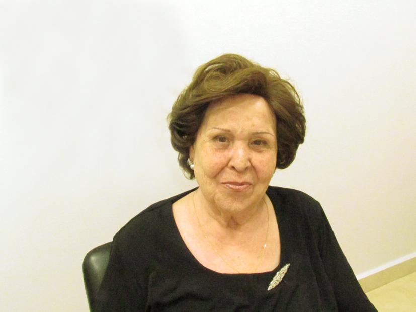 Mujer con Sistema de Integración de Capilárea