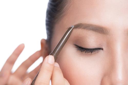 Imagen de maquillaje de cejas semi-permanente