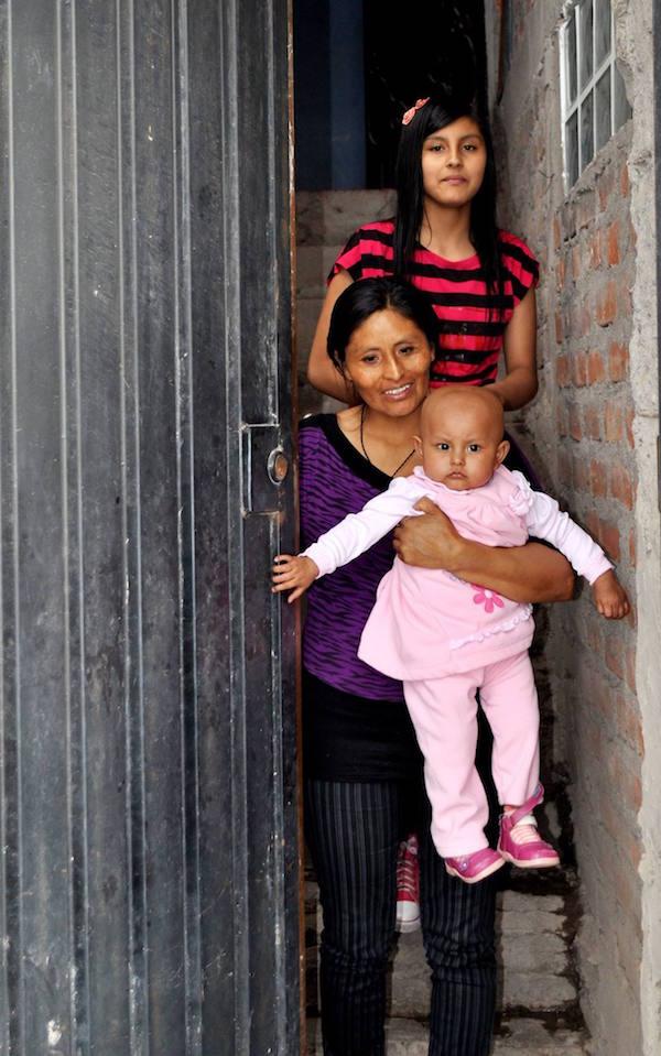 Imagen de Ariana, una de las niñas peruanas que ayuda Linceci
