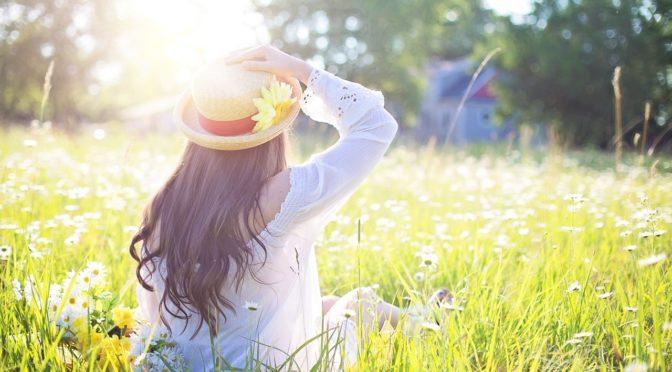 Mujer con pelo en primavera
