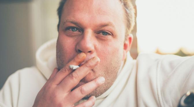 caída del cabello y tabaco